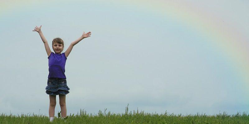 chica con arcoiris